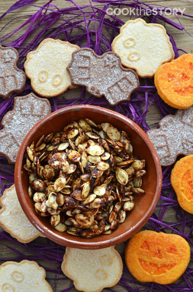 Maple Pumpkin Spice Roasted Pumpkin Seeds Recipe - The perfect sweet and healthy Halloween snack!